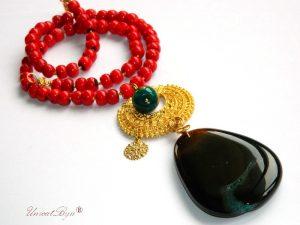 bijuterii-semipretioase-unicat-colier-statement-coral-rosu-pandantiv-agat-masiv-maro-aurit-unicatbiju
