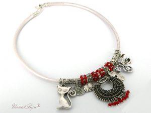 bijuterii-semipretioase-unicat-colier-coral-rosu-colier-piele-naturala-charmuri-norocoase-pandantiv-masiv-argintat-martisor-unicatbiju