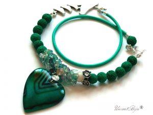colier-piele-naturala-bijuterii-semipretioase-unicat-lava-verde-flourit-pandantiv-agat-smarald-argintat-unicatbiju