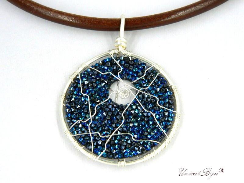 colier-cristale-swarovski-bijuterii-statement-pandantiv-mare-colier-piele-naturala-colan-unicatbiju-argintat-albastru