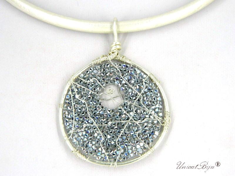 colier-cristale-swarovski-bijuterii-statement-pandantiv-mare-colier-piele-naturala-colan-unicatbiju-argintat-comet-argent-alb-perlat