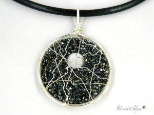 colier-cristale-swarovski-bijuterii-statement-pandantiv-mare-colier-piele-naturala-colan-unicatbiju-argintat-hematit