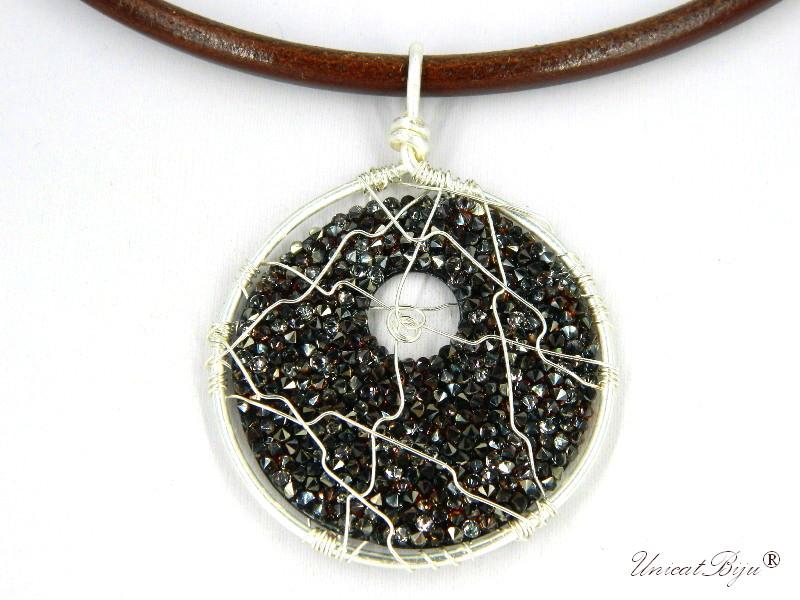colier-cristale-swarovski-bijuterii-statement-pandantiv-mare-colier-piele-naturala-colan-unicatbiju-argintat-mocca