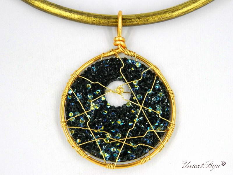 colier-cristale-swarovski-bijuterii-statement-pandantiv-mare-colier-piele-naturala-colan-unicatbiju-aurit-bermuda-blue