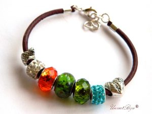 bratara-tip-pandora-snur-piele-naturala-margele-murano-cristal-cadouri-unicat-charmuri-argintate-verde-orange-unicatbiju