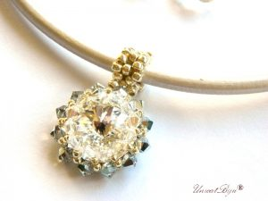 colier-cristale-swarovski-statement-alb-cercei-cristale-swarovski-snur-piele-naturala-colan-bijuterii-unicat-cadouri-craciun-unicatbiju