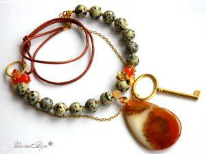 colier-jasp-dalmatian-agat-orange-pandantiv-pandantiv-cheie-aurit-bijuterii-semipretioase-unicat-piele-naturala-metalizata-unicatbiju