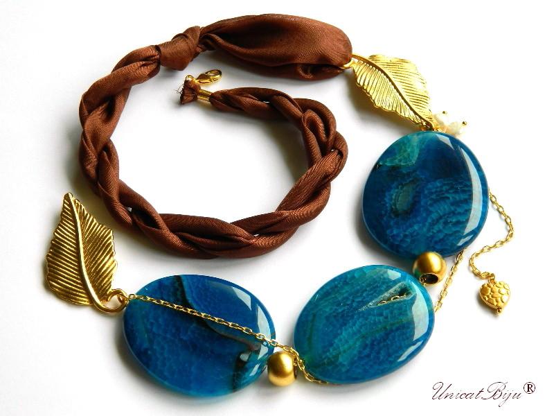 colier statement, bijuterii semipretioase unicat, agat masiv albastru, geoda frunza aurita, matase naturala, unicatbiju