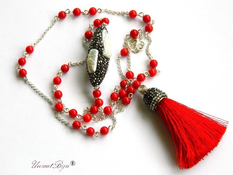 colier extra lung, coral rosu, bijuterii semipretioase unicat, perle keishi, rhinestone, ciucure matase, statement, craciun, unicatbiju