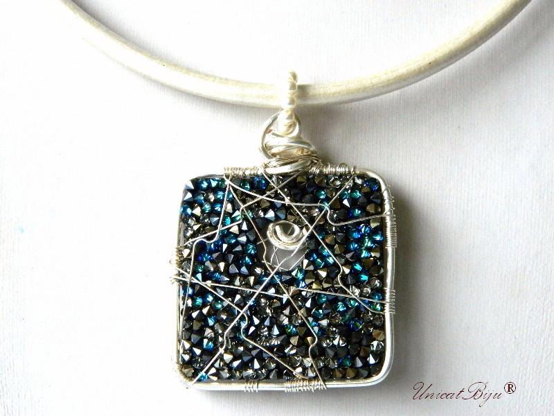 colier piele naturala, pandantiv statement, cristale swarovski, perle, wire wrap free form, bijuterii fantezie, albastru, alb, unicatbiju