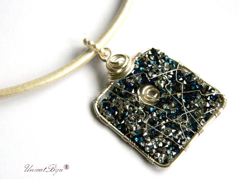 colier piele naturala, pandantiv statement, cristale swarovski, perle, wire wrap free form, bijuterii fantezie, azur, alb, unicatbiju