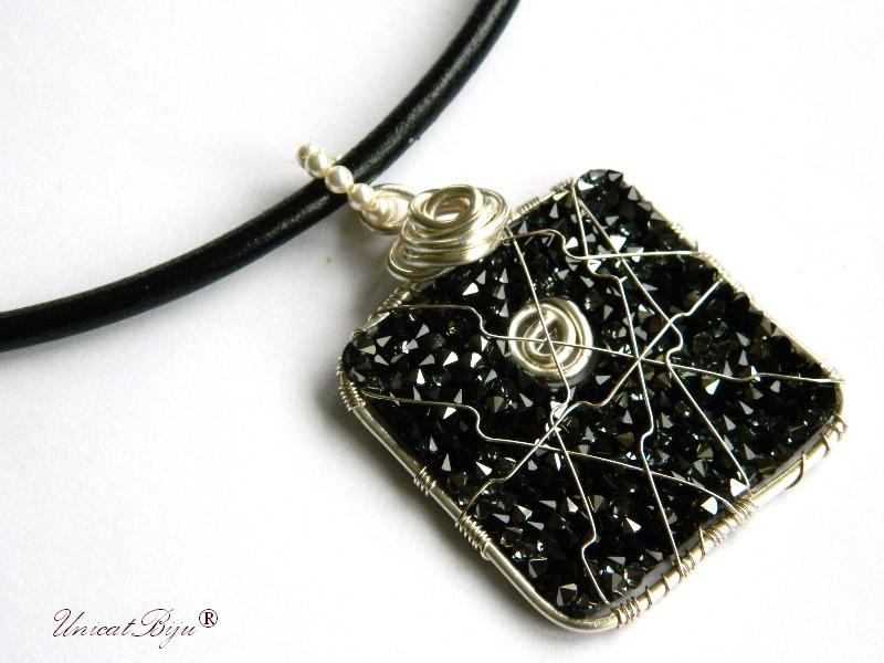 colier piele naturala, pandantiv statement, cristale swarovski, perle, wire wrap free form, bijuterii fantezie, negru catifea, unicatbiju