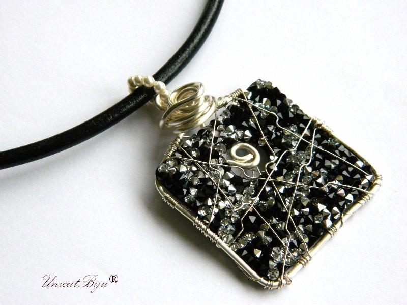 colier piele naturala, pandantiv statement, cristale swarovski, perle, wire wrap free form, bijuterii fantezie, negru, unicatbiju
