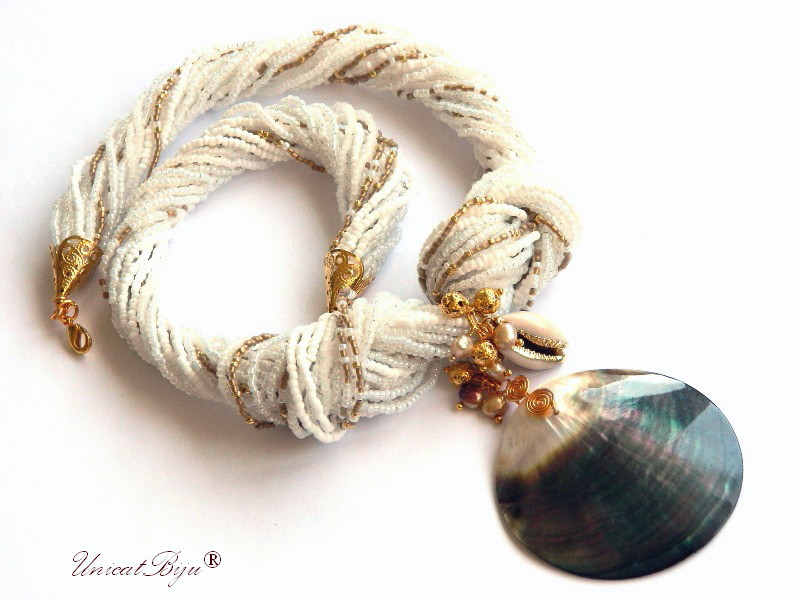 colier statement, perle multicolore, sidef natural, bijuterii semipretioase unicat, pandantiv sidef masiv, ghioc aurit, unicatbiju