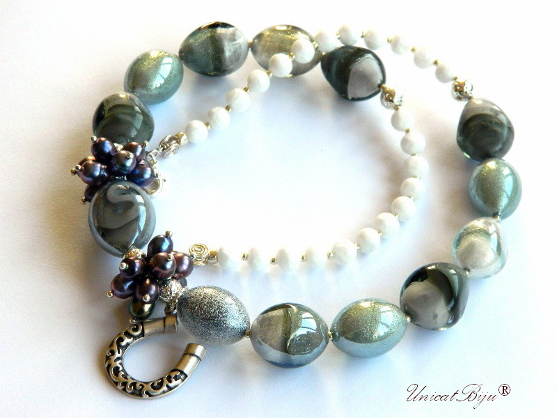 colier murano, statement, bijuterii semipretioase unicat, potcoava argintata, perle negre, foita argint, unicatbiju