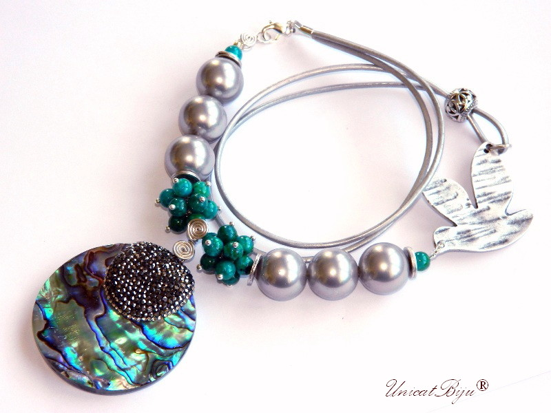 colier statement, perle seashell mari, blue casillica, bijuterii semipretioase unicat, pandantiv masiv paua shell, cristale rhinestone, unicatbiju