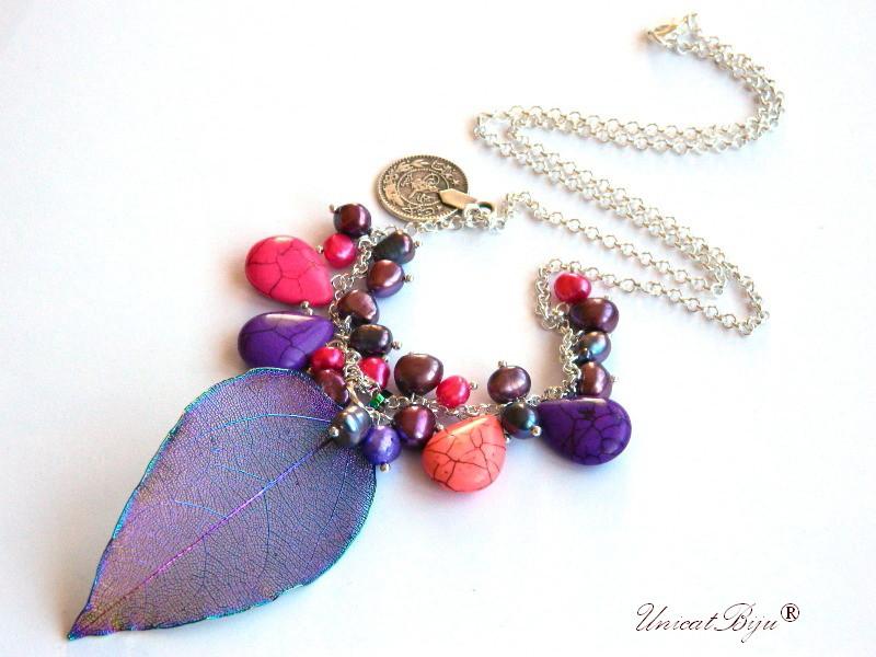 colier lantisor aurit, magnezit multicolor, perle keshi multicolore, perle negre, perle burgundy, frunza filigran electroplacata curcubeu, bijuterii semipretioase unicat, unicatbiju