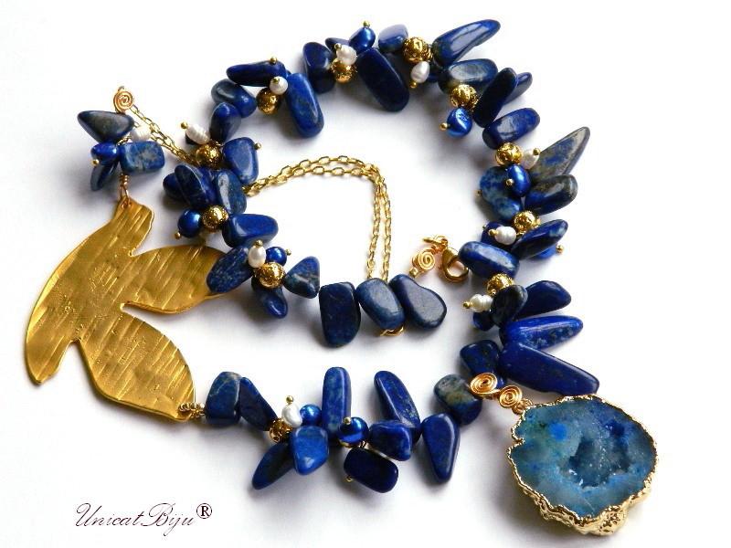 colier statement, lapis lazuli, bijuterii semipretioase unicat, perle sidef natural, perle keshi albastre, agat druzy aurit, unicatbiju