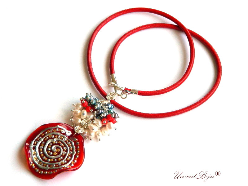 colier piele naturala, pandantiv murano picat manual, bijuterii semipretioase, statement, perle argintii, sidef natural, keshi, coral rosu unicatbiju