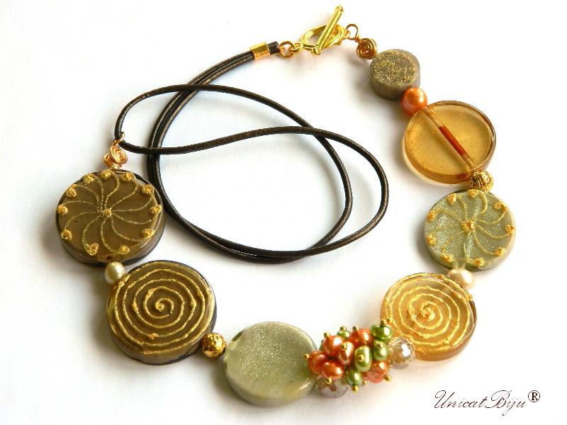 colier murano pictat manual, bijuterii statement, perle keshi piersica, perle verzi, piele naturala, unicatbiju