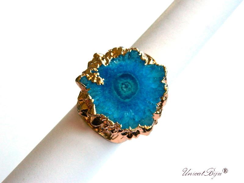 bijuterii semipretioase unicat, inel statement, baza inel reglabila aurita, cuart solar albastru intens, unicatbiju