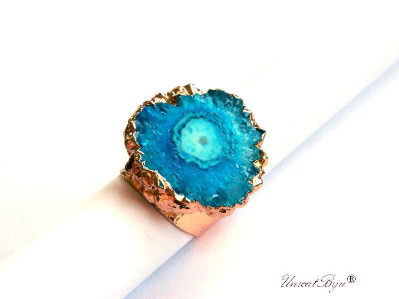 bijuterii semipretioase unicat, inel statement, baza inel reglabila aurita, cuart solar albastru turcoaz, unicatbiju