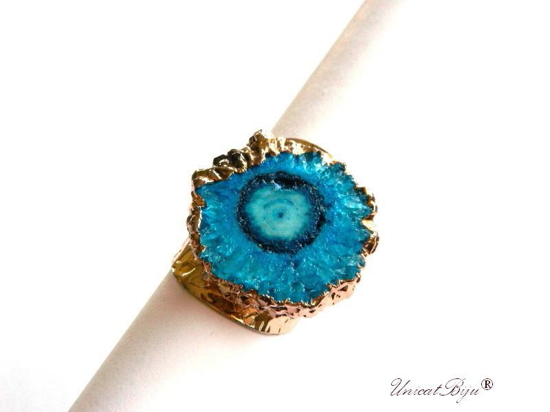 bijuterii semipretioase unicat, inel statement, baza inel reglabila aurita, cuart solar albastru, unicatbiju