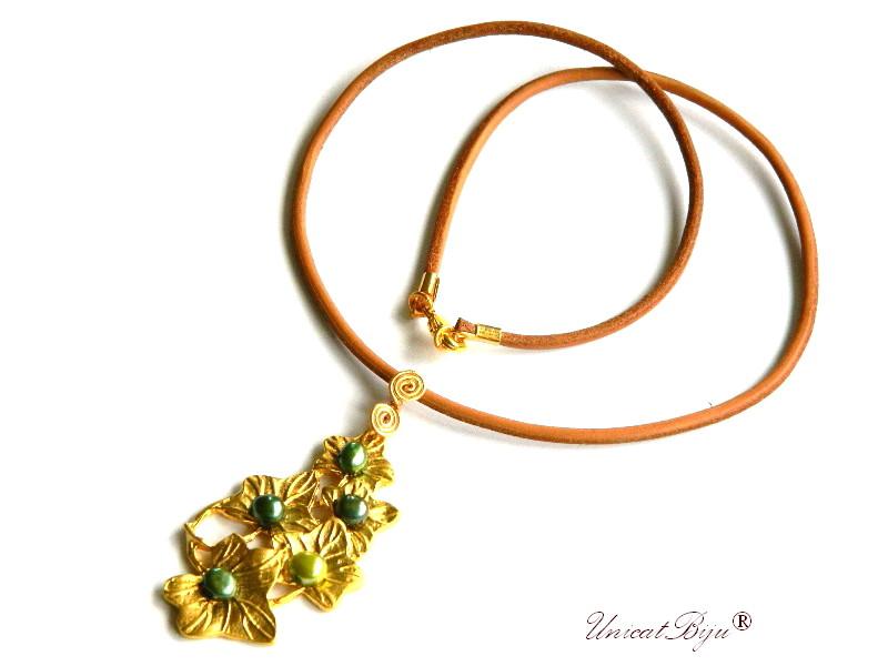 colier piele naturala, pandantiv statement aurit, bijuterii semipretioase unicat, perle verzi, perle keshi, sidef natural, unicatbiju
