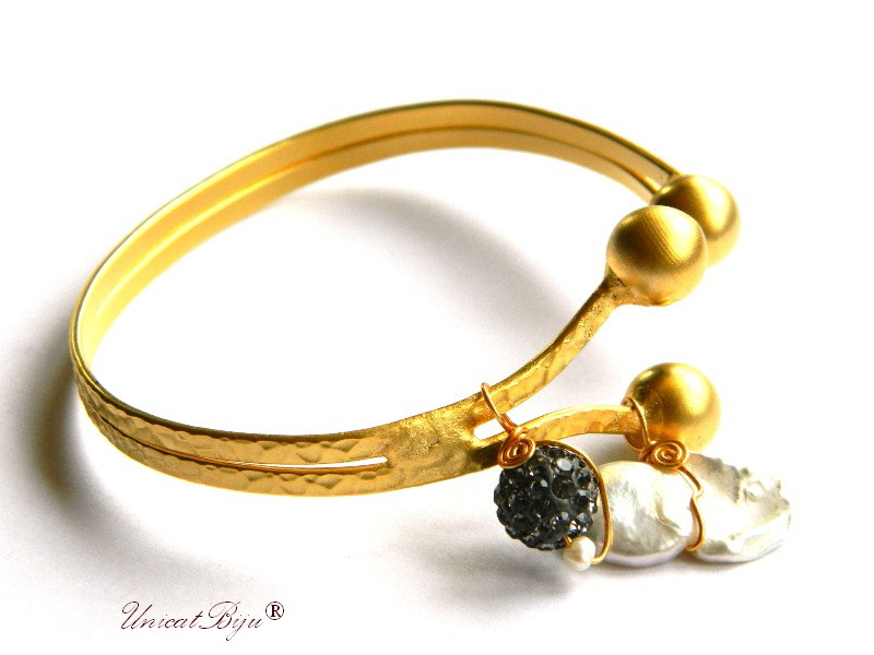 bratara aurita, reglabila, bijuterii statement, perle keshi mari, rhinestone cristale, accesorii aurite, unicatbiju