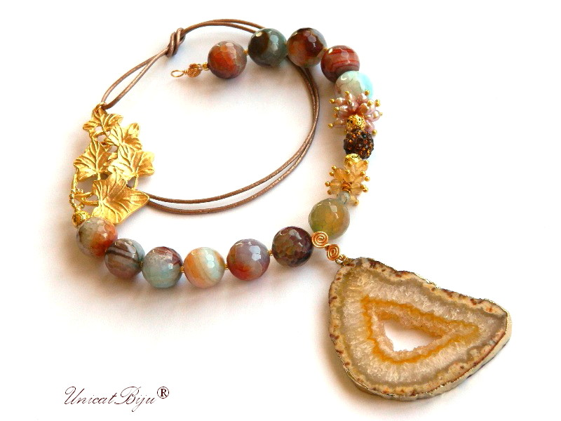 colier statement, bijuterii semipretioase unicat, agat masiv, agat druzy aurit, perle crem piersica, frunza aurita, citrin, unicatbiju