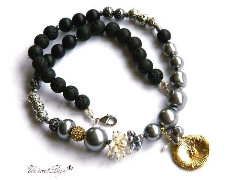 colier perle, statement, bijuterii semipretioase unicat, perle swarovski, onix mat, lava neagra, floare aurita, perle albe, negru curcubeu, unicatbiju