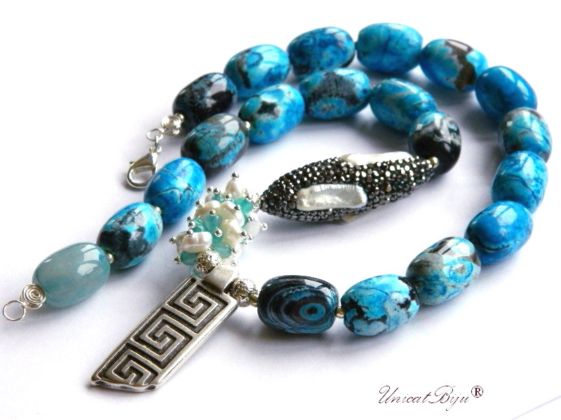colier statement, bijuterii semipretioase unicat, jasp albastru, perle keshi, rhinestone, jad bleu, perle albe, unicatbiju